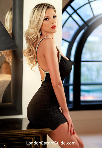 Chelsea blonde Amelia london escort