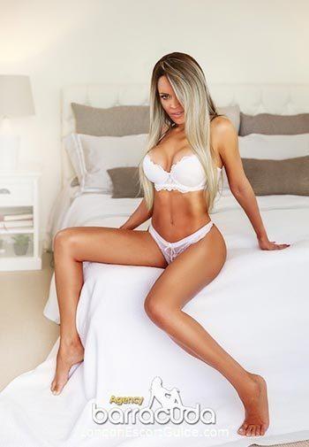 Mayfair blonde Alicia london escort