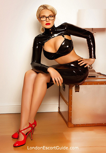 Mayfair pvc-latex Mistress Amelly london escort