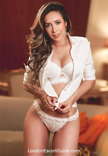 Mayfair brunette Michaela london escort