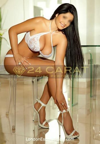Outcall Only brunette Andrea london escort