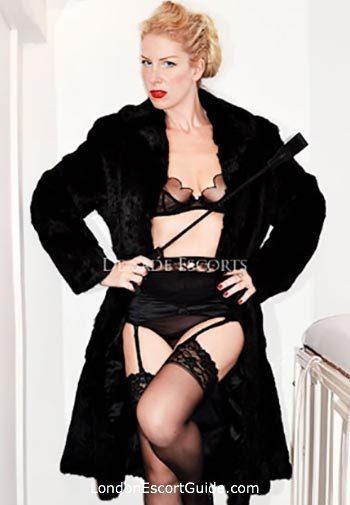 Earls Court busty Mistress Helena london escort