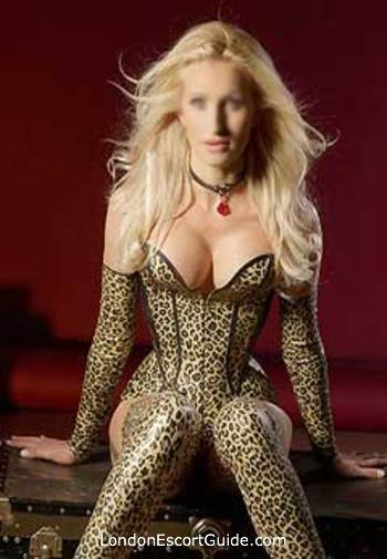 Kensington pvc-latex Roxana london escort