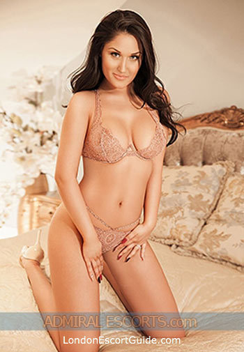 Central London brunette Roberta london escort