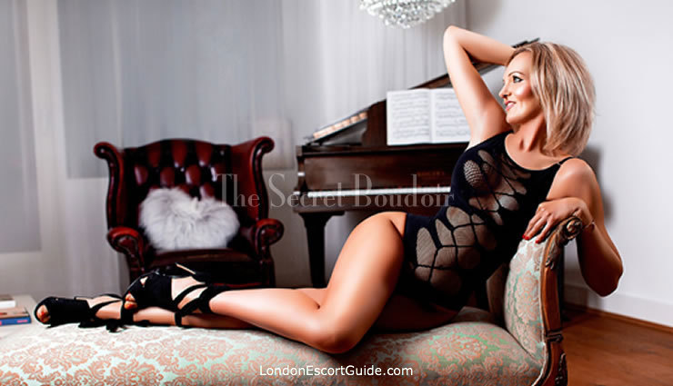 Mayfair english Nikki london escort