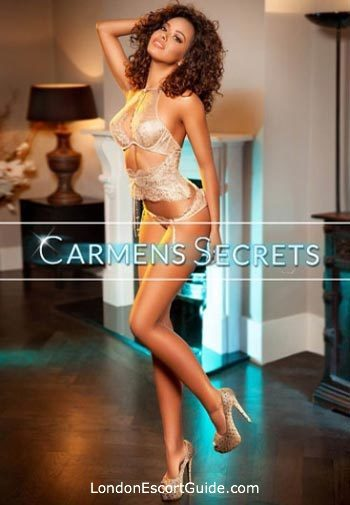 Kensington brunette Leona london escort