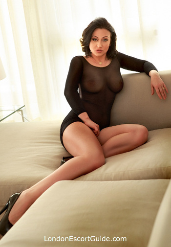 Knightsbridge value Azzura london escort