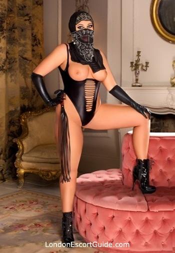 Central London brunette Fairuz london escort