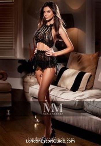 Central London brunette Aysha london escort
