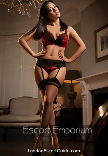 Bayswater brunette Tia london escort