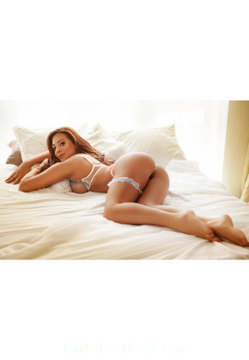 Bayswater brunette Vicky london escort