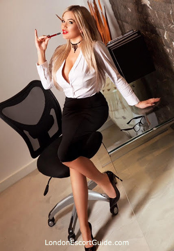Bayswater blonde Sindy Doll london escort