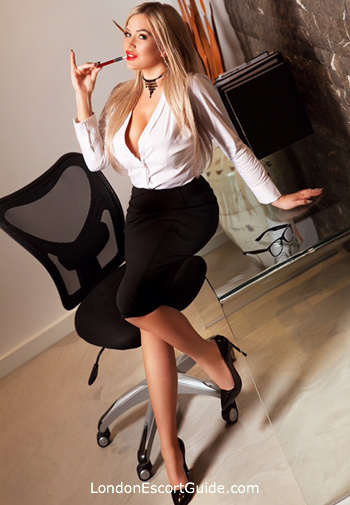 Bayswater blonde Arabella london escort