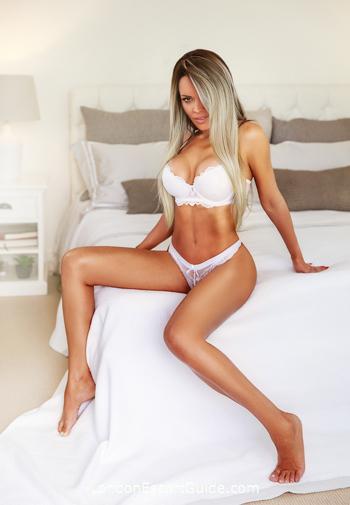 Mayfair blonde Biatriz london escort