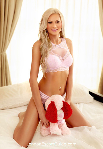 Bayswater blonde Evelyn london escort