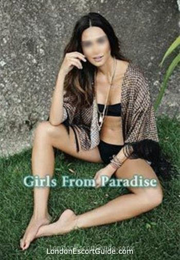 Chelsea brunette Beatriz london escort