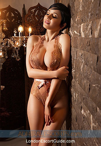 Knightsbridge brunette Nomeda london escort