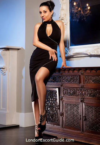 Mayfair brunette Francesca london escort