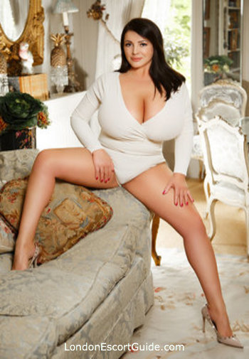 Bayswater busty Fabiana london escort