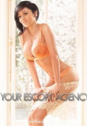 Bayswater brunette Sofia london escort