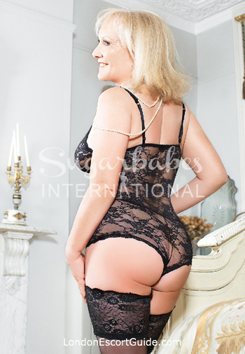 Knightsbridge busty Elizabeth london escort