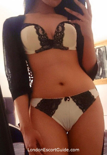 Bayswater brunette Karishma london escort