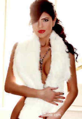 Bayswater brunette Ariadne london escort