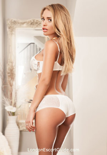 South Kensington brunette Noel london escort