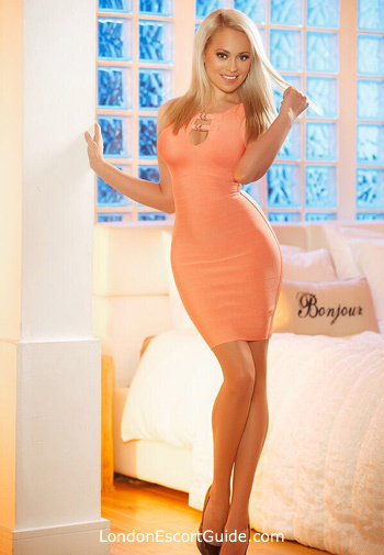 Knightsbridge blonde Kitty london escort