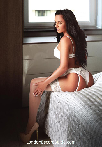 Mayfair brunette Barbara london escort