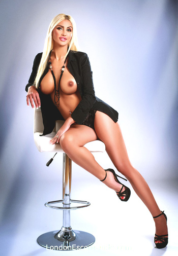 Bayswater blonde Adrianna london escort
