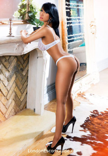 Oxford Street brunette Sapphire london escort