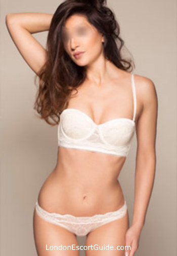 Bayswater brunette Catliy london escort