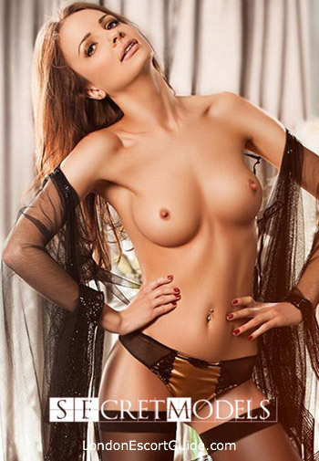 Earls Court massage L­avinia london escort