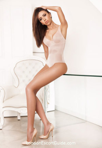 Knightsbridge massage Amanda london escort