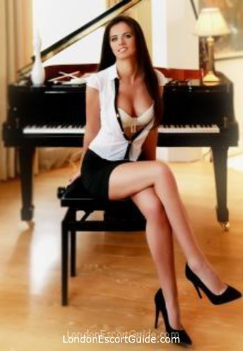 Chelsea brunette Nadina london escort