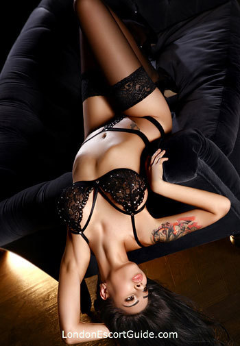 Knightsbridge brunette Dea london escort