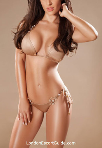 Chelsea 400-to-600 Guilia london escort