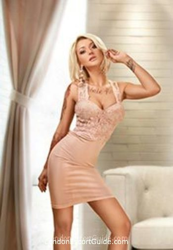 central london blonde Maya london escort