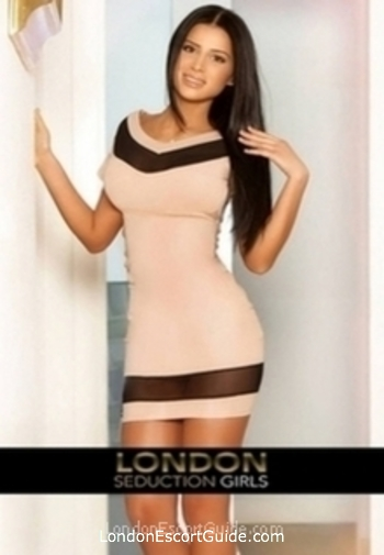 Kensington brunette Anais london escort