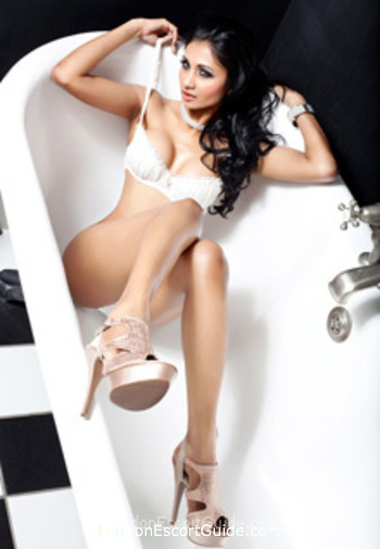 Bayswater brunette Salma Shah london escort