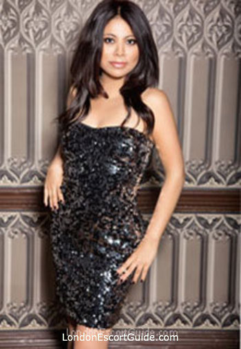 Bayswater brunette Naomi london escort