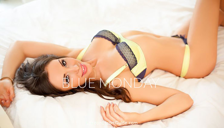 Notting Hill brunette Taylor london escort