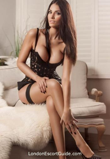 Kensington brunette Demi london escort