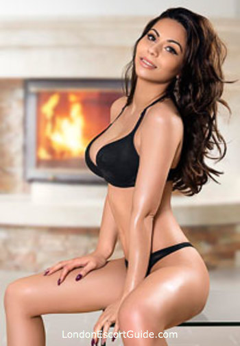 South Kensington brunette Susie london escort