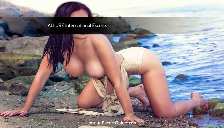 London Bridge brunette Scarlett london escort