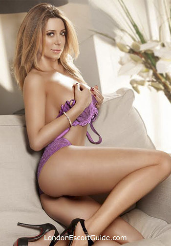 Mayfair blonde Zoe london escort