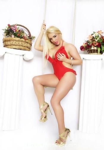 Marylebone blonde Victoria Summers london escort