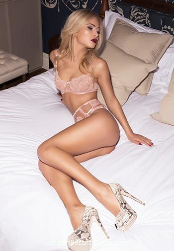 central london blonde Eva london escort
