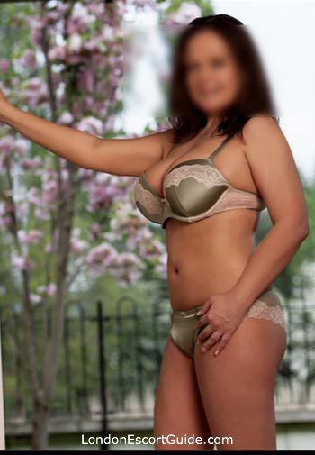 Canary Wharf brunette Sophie london escort